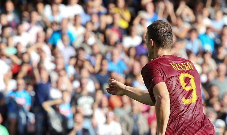 Football - Soccer - Napoli v AS Roma - Italian Serie A - San Paolo Stadium, Naples, Italy - 15/10/2016. AS Roma's Edin Dzeko celebrates after scoring.  REUTERS/Stefano Rellandini