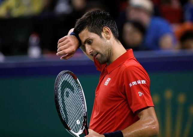 10月15日、男子テニスのマスターズ上海大会、シングルス準決勝、世界ランク1位で第1シードのノバク・ジョコビッチ(写真)は第15シードのロベルト・バウティスタに4─6、4─6で敗れた(2016年 ロイター/Aly Song)