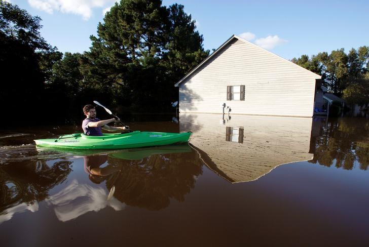 A resident paddles his kayak into his neighborhood to check the condition of his house as river levels rise into town in the aftermath of Hurricane Matthew, in Greenville, North Carolina, U.S. October 14, 2016.  REUTERS/Jonathan Drake