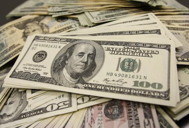 10月17日、午後3時のドル/円は、前週末のニューヨーク市場午後5時時点に比べ、若干ドル高/円安の104円前半。写真は都内で2009年11月撮影(2016年 ロイター/Yuriko Nakao)