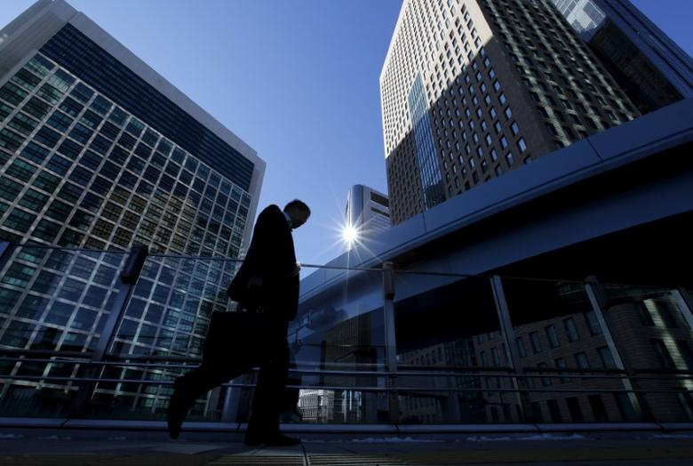 A businessman walks in Tokyo's business district, Japan January 20, 2016.   REUTERS/Toru Hanai/File Photo