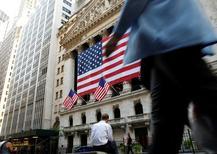La Bourse de New York a ouvert sans tendance lundi, malgré le soutien apporté par les bons résultats de Bank of America et du géant des jouets Hasbro. Quelques minutes après le début des échanges, le Dow Jones perd 12,46 points, soit 0,07%. /Photo prise le 15 septembre 2016/REUTERS/Brendan McDermid