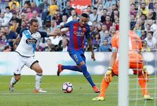 Neymar em jogo do Barcelona contra o Deportivo La Coruña. 15/10/16.  REUTERS/Albert Gea