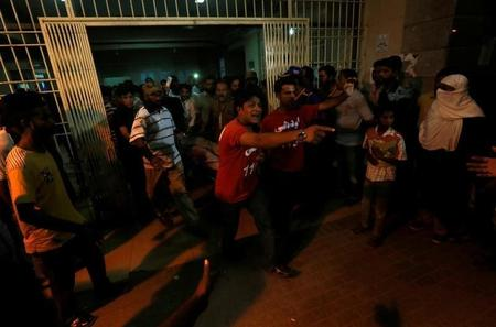 مقتل شخص وإصابة العشرات في انفجار قنبلة في مسجد شيعي في كراتشي