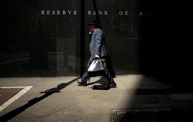 10月18日、オーストラリア準備銀行(RBA、中央銀行)が公表した10月の理事会の議事要旨で、次回11月の会合での判断に、理事会メンバーが物価指標や雇用統計を重視していることが明らかになった。写真はシドニーで昨年2月撮影(2016年 ロイター/Jason Reed)