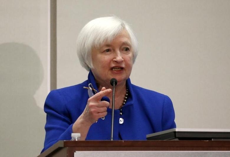 2016年10月14日,美国联邦储备委员会主席叶伦在波士顿联储银行举行的活动现场讲话。REUTERS/Mary Schwalm