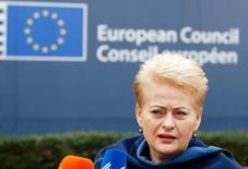 """Президент Литвы Даля Грибаускайте на саммите ЕС в Брюсселе 17 декабря 2015 года. Переброска Россией способных нести ядерный заряд """"Искандеров"""" под Калининград - агрессивная демонстрация силы против всей Европы, заявила во вторник Грибаускайте. REUTERS/Yves Herman"""