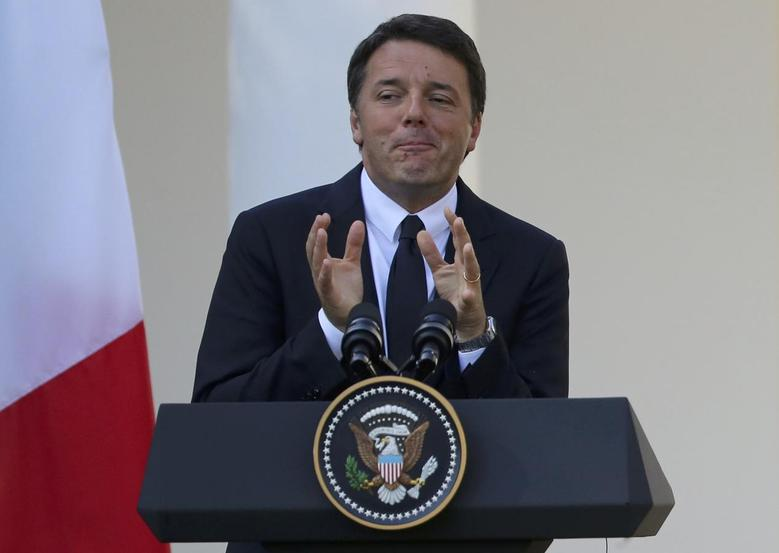 Italian Prime Minister Matteo Renzi speaks during a joint news conference with U.S. President Barack Obama in the Rose Garden of the White House in Washington, U.S., October 18, 2016.  REUTERS/Carlos Barria