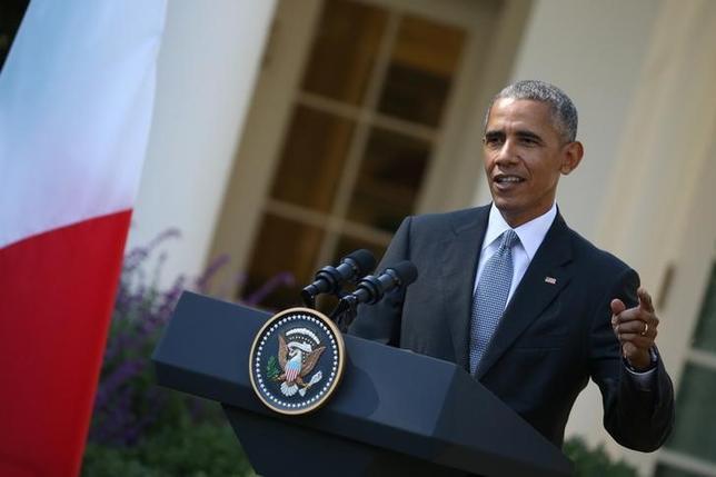 10月18日、オバマ米大統領は、共和党の大統領候補トランプ氏が大統領選で不正が行われていると繰り返し主張していることについて「泣き言はやめるべき」と厳しく非難した。ホワイトハウスで撮影(2016年 ロイター/Carlos Barria)