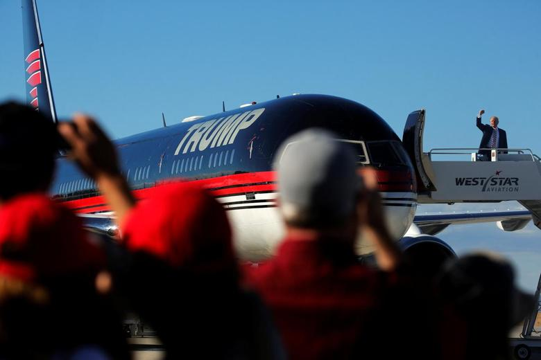 Republican presidential nominee Donald Trump arrives on his plane for a campaign rally in Grand Junction, Colorado, U.S. October 18, 2016. REUTERS/Jonathan Ernst