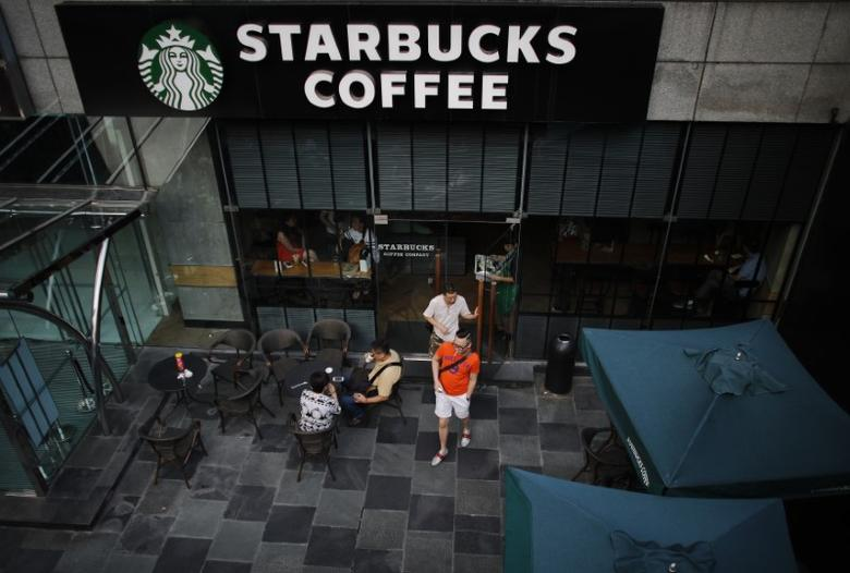 Customers walk out of a Starbucks coffee store in Shanghai in this July 28, 2014 file photo. REUTERS/ Carlos Barria