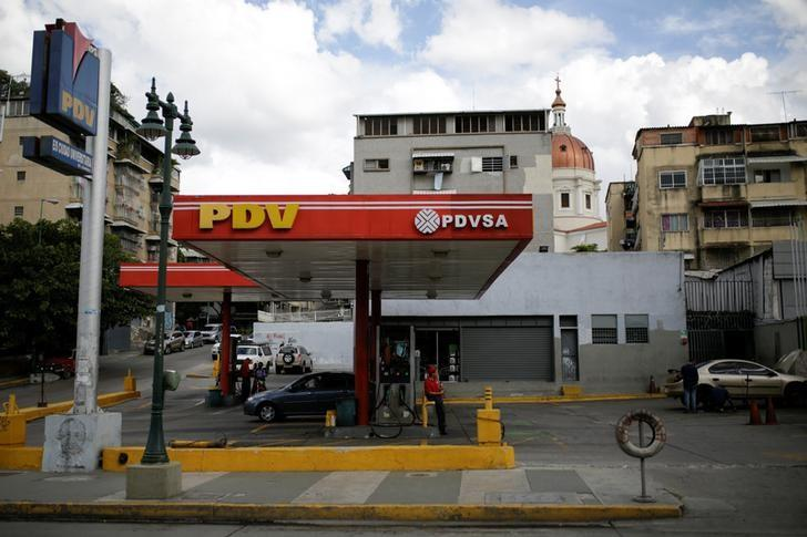 A view of a gas station of Venezuelan state oil company PDVSA in Caracas, Venezuela August 10, 2016. Picture taken August 10, 2016. REUTERS/Marco Bello