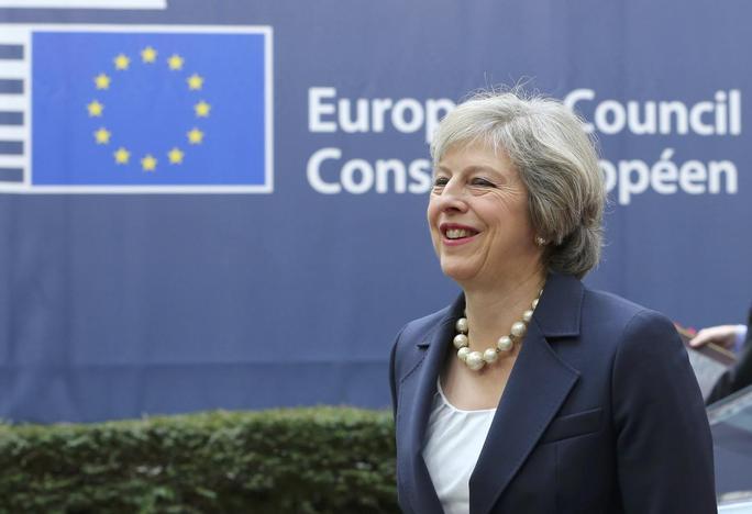 Em primeira cúpula pós-Brexit, May promete trabalhar de perto com UE