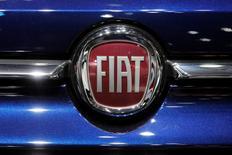 Fiat Chrysler Automobiles (FCA) a publié mardi un bénéfice d'exploitation ajusté au troisième trimestre en hausse de 29% et relevé sa prévision de profits pour l'ensemble de l'année, malgré la stagnation de son chiffre d'affaires. /Photo d'archives/REUTERS/Benoit Tessier
