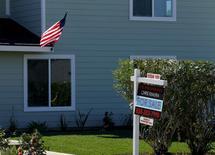 Una casa en venta en Cardiff, California. 22 de febrero de 2016. Los precios de las viviendas en Estados Unidos subieron un 5,1 por ciento interanual en agosto debido a que los compradores compitieron por menos propiedades en un ambiente de tasas hipotecarias bajas, cierto aumento de los salarios y un bajo nivel de desempleo. REUTERS/Mike Blake/File Photo