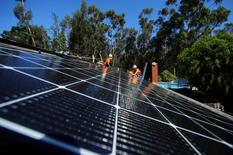 Solar installers from Baker Electric place solar panels on the roof of a residential home in Scripps Ranch, San Diego, California, U.S. October 14, 2016.  Picture taken October 14, 2016.      REUTERS/Mike Blake