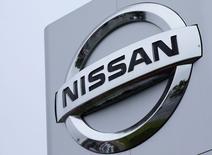 Un logo de Nissan en Sunderland, Gran Bretaña 29 de junio, 2016. La división en Norteamérica de Nissan Motor confirmó el miércoles que dejará de producir su popular modelo Tsuru en México para mayo del 2017, aunque prevé seguir liderando los volúmenes de venta y fabricación en el país a pesar de la decisión.  REUTERS/Andrew Yates - RTX2PPD1