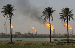 Flames emerge from a pipeline at the oil fields in Basra, southeast of Baghdad, Iraq October 14, 2016. REUTERS/Essam Al-Sudani/File Photo