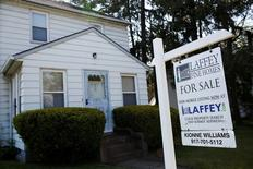 A 'for sale' is seen outside a single family house in Garden City, New York, U.S., May 23, 2016.  REUTERS/Shannon Stapleton/File Photo - RTX2EBXJ