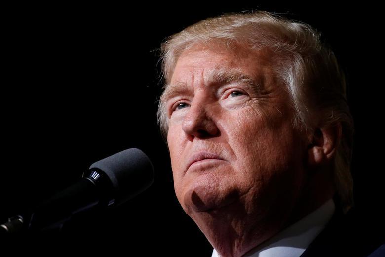 Republican presidential nominee Donald Trump appears at a campaign event in Toledo, Ohio, U.S., October 27, 2016.   REUTERS/Carlo Allegri