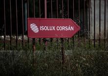 El grupo de ingeniería y construcción Isolux Corsán dijo el miércoles que ha llegado a un acuerdo con sus trabajadores para poner en marcha un plan para el despido colectivo de 435 personas. Imagen del logo de Isolux tomada en su sede de Madrid el 18 de mayo de 2016. REUTERS/Andrea Comas