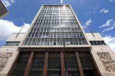 La sede del Banco Central de Colombia en Bogotá, abr 7, 2015. El Banco Central de Colombia informó que adelantó para el viernes la reunión mensual de política monetaria, en la que el mercado prevé que la entidad dejará estable su tasa de interés en un 7,75 por ciento.  REUTERS/Jose Miguel Gomez
