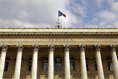 Les Bourses européennes ont terminé vendredi en ordre dispersé. Le CAC 40 a fini en hausse de 0,33%, le Footsie a gagné 0,14% tandis que le Dax a cédé 0,19%. /Photo d'archives/REUTERS/Charles Platiau