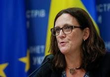 La comisaria de Comercio de la Unión Europea, Cecilia Malmström, asiste a una conferencia de prensa en Kiev, Ucrania, el 30 de septiembre de 2016. Un debatido acuerdo de comercio entre la Unión Europea y Estados Unidos no está muerto y las negociaciones van a seguir con el nuevo Gobierno estadounidense tras la elección presidencial de noviembre, dijo Malmström el sábado. REUTERS/Valentyn Ogirenko