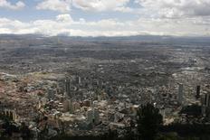 Imagen de archivo de la ciudad de Bogotá,ago 18, 2011. El concejo de la capital de Colombia informó que venderá las participaciones accionarias que tiene la Empresa de Energía de Bogotá (EEB), controlada por la alcaldía, en varias compañías, según un comunicado difundido en la noche del domingo.   REUTERS/Fredy Builes