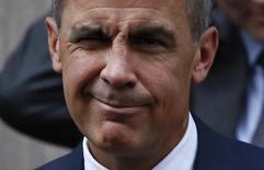 Глава Банка Англии Марк Карни покидает офис премьер-министра Британии на Даунинг-стрит, 10. Лондон, 31 октября 2016 года. Карни сообщил в понедельник, что останется в должности до июля 2019 года, на год дольше, чем планировал, чтобы обеспечить плавный выход страны из ЕС, хотя все равно уйдет до окончания контракта. REUTERS/Stefan Wermuth