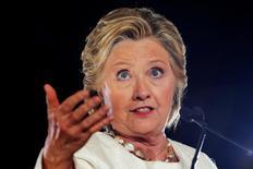 La candidata demócrata a la presidencia de Estados Unidos, Hillary Clinton, en un mitin en Sanford, Florida, nov 1, 2016. Hillary Clinton comenzó su campaña presidencial prometiendo hacer lo que fuera necesario para controlar Wall Street.   REUTERS/Brian Snyder