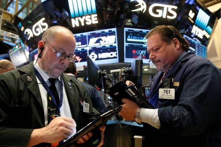 Traders work on the floor of the New York Stock Exchange (NYSE) in New York City, U.S. October 31, 2016.  REUTERS/Brendan McDermid