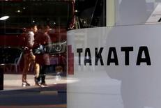 Takata envisage de déclarer sa filiale américaine en faillite. Le groupe japonais en grande difficulté restant à la recherche d'un repreneur après la succession de rappels de ses airbags défaillants. Takata peine à assurer le remplacement de ses airbags défectueux qui auraient provoqué la mort d'au moins 16 personnes, principalement aux Etats-Unis. /Photo d'archives/REUTERS/Toru Hanai