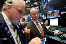 La Bourse de New York évolue vendredi sans tendance claire dans les premiers échanges. L'indice Dow Jones perd 14,34 points peu après l'ouverture, soit 0,08%, à 17.916,33 points. Le Standard & Poor's 500, plus large, est stable à 2.088,78 points et le Nasdaq Composite cède 0,05% à 5.055,79 points. /Photo prise le 31 octobre 2016/REUTERS/Brendan McDermid