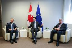 EU Council President Donald Tusk (L), Canadian Prime Minister Justin Trudeau (C) and European Commission President Jean Claude Juncker (R) meet before the signing of the Comprehensive Economic and Trade Agreement (CETA) at the European Council in Brussels, Belgium, October 30, 2016. REUTERS/John Thys/Pool