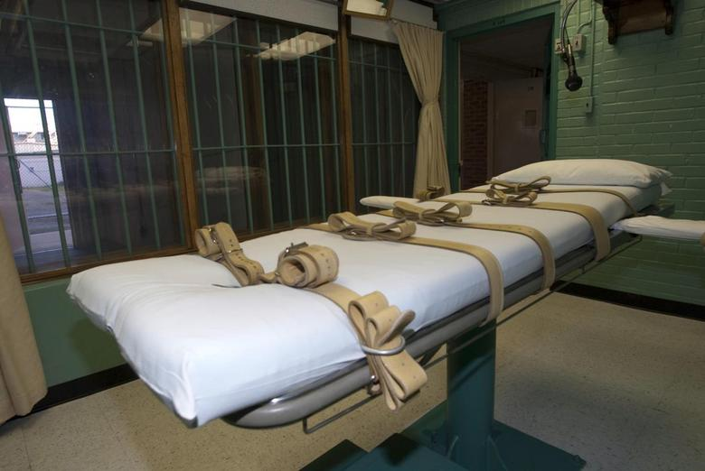 The death chamber and the steel bars of the viewing room are seen at the state penitentiary in Huntsville, Texas, U.S. on September 29, 2010.  Courtesy Jenevieve Robbins/Texas Dept of Criminal Justice/Handout via REUTERS