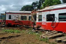 Les proches des victimes de l'accident ferroviaire au Cameroun ont déposé plainte contre l'opérateur Camrail et son propriétaire français, le groupe Bolloré, les accusant de négligence et d'homicide involontaire, a déclaré leur avocat. /Photo prise le 24 octobre 2016/REUTERS/Josiane Kouagheu