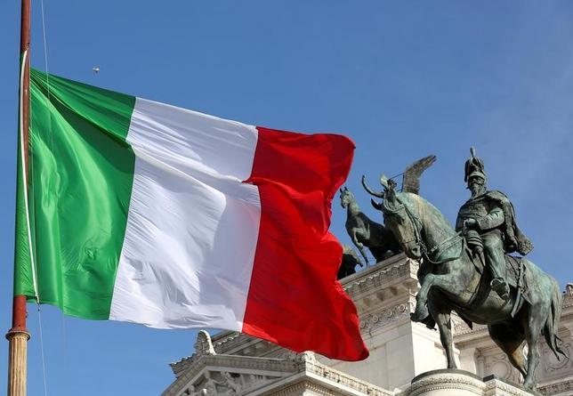 11月15日、イタリア国家統計局(ISTAT)が発表した第3・四半期の国内総生産(GDP)速報値は、前期比で0.3%増加した。前年比では0.9%増加した。ローマ市内で3月撮影(2016年 ロイター/ Stefano Rellandini)