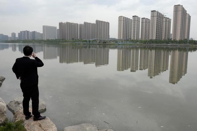 11月18日、10月の中国主要70都市の新築住宅価格は、平均で前年比12.3%上昇と9月(11.2%上昇)から加速した。中国国家統計局が発表したデータに基づきロイターが算出した。写真は北京で2014年5月撮影(2016年 ロイター/Jon Woo)