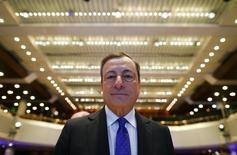 En la imagen, el presidente del BCE en la Euro Finance Week celebrada en Fráncfort, Alemania. 18 de noviembre de 2016. El Banco Central Europeo (BCE) se centrará en si la recuperación de la inflación de la zona euro se puede mantener incluso sin estímulos extraordinarios a la hora de tomar una decisión sobre política monetaria, dijo el viernes el presidente de la entidad, Mario Draghi.REUTERS/Ralph Orlowski
