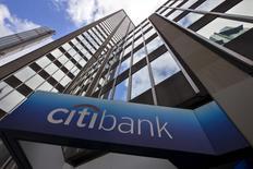 Citi se unió a JPMorgan en la cabeza de la lista de los reguladores globales de bancos sistémicamente importantes, reemplazando a HSBC, lo que significa que desde 2019 la entidad estadounidense tendrá que mantener capital adicional para ayudar a preservar la estabilidad financiera. En la imagen, el exterior de la sede corporativa de Citibank en Nueva York, EEUU, el 20 de mayo de 2015.   REUTERS/Mike Segar/Files