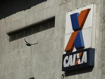 Logo da Caixa Econômica Federal é visto em fachada de agência no centro do Rio de Janeiro, no Brasil 20/08/2014 REUTERS/Pilar Olivares