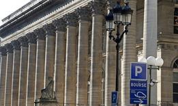 Les Bourses européennes ont ouvert en hausse généralisée mardi, soutenues par une nouvelle envolée des valeurs liées aux matières premières, dans le sillage d'une Bourse de New York à des niveaux records. À Paris, le CAC 40 gagne 0,66% à 4.559,50 points vers 08h15 GMT. À Francfort, le Dax prend 0,54% et à Londres, le FTSE avance de 0,78%.  /Photo d'archives/REUTERS/Charles Platiau