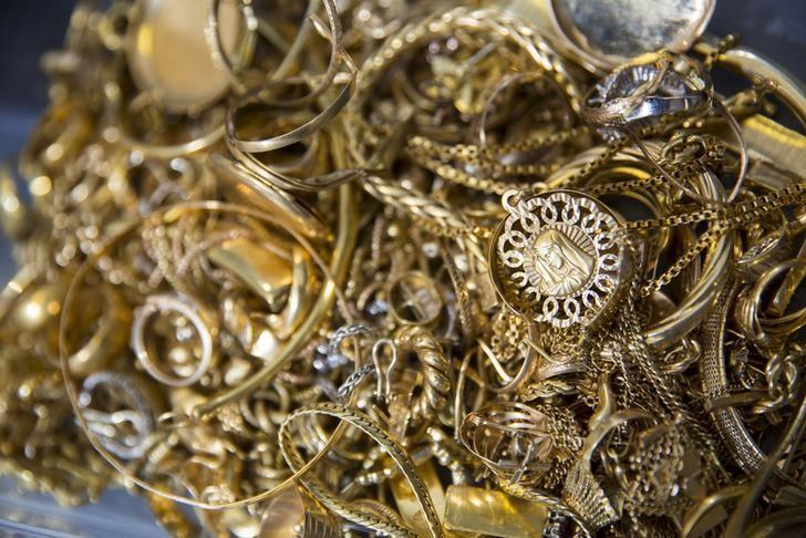 Scrap gold is seen in storage at Hatton Garden Metals precious metal dealers in London, Britain July 21, 2015. REUTERS/Neil Hall/Files