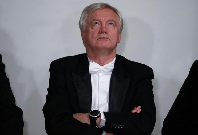 11月22日、欧州議員が、英国のデービッド・デービスEU離脱担当相(写真)と会談した。ロンドンで14日撮影(2016年 ロイター/Peter Nicholls)