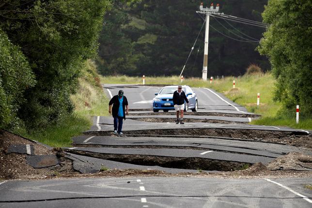 11月25日、ニュージーランドの建設業界では、今月発生したマグニチュード7.8の地震を受けて、道路や鉄道、建物の再建に当たる数百人の外国人労働者を新たに採用する方針。写真はブレナムで14日撮影(2016年 ロイター/Anthony Phelps)