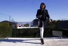 Сиднейская опера и мост через бухту в Воклюзе, Австралия, 11 июля 2015 года. На рынок стремительно растущей в цене австралийской недвижимости активно возвращаются китайские покупатели, которых не пугают ограничения кредитования, призванные остудить их интерес. REUTERS/David Gray