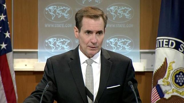 11月28日、米国務省のカービー報道官は、今夏にフィリピン警察の麻薬取り締まり作戦が始まって以来、フィリピン警察への数百万ドルの資金援助を麻薬関連から海上警備や人権活動などに振り替えたと明らかにした。写真は7月、バングラディッシュ・ダッカのレストランでの人質立てこもり事件の人質安否説明で記者会見を開いたときのもの。提供写真(2016年 ロイター)