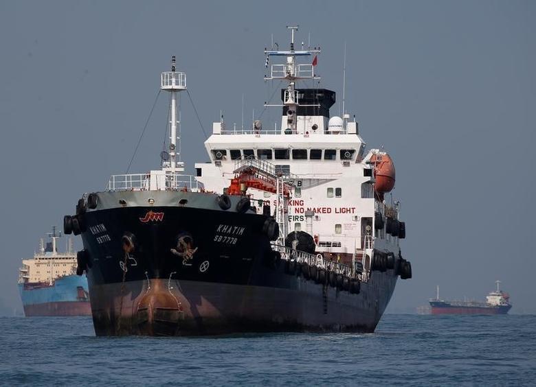 2016年6月8日,通过新加坡南部海域的油轮。REUTERS/Edgar Su