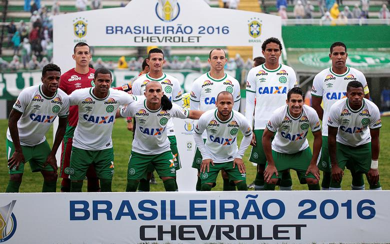 Players of the Chapecoense soccer team pose for picture before their Brazilian Series A Championship match against America Mineiro in Chapeco, Brazil, May 22, 2016. Picture taken May 22, 2016. REUTERS/MAFALDA PRESS/Marcio Cunha